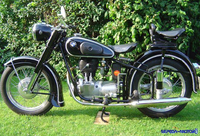 Berkenalan dengan Motor Antik BMW R25 | Info Sepeda Motor